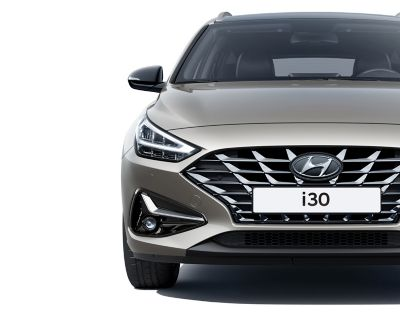 The new Hyundai i30 Wagon pictured from the front, focused on the headlamp